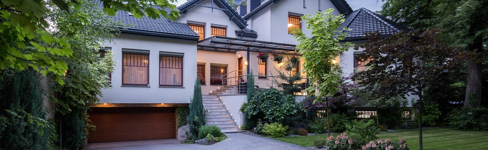 Beautiful home with great tree life and healthy bushes